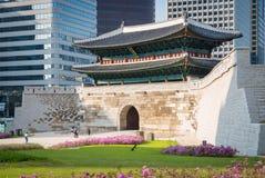 Строб Sungnyemun в Сеуле, Южной Корее Стоковая Фотография