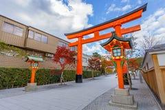 Строб Torii на святыне Fushimi Inari в Киото Стоковое Изображение