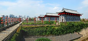 Строб Zhonghua и горизонт Нанкин, Китай Стоковые Изображения