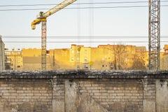 Строительная площадка в солнечном старом городке Стоковое Изображение RF