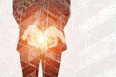 Строительная площадка денег выставки рук двойной экспозиции дела Стоковые Фотографии RF