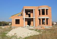 Строительная площадка дома кирпича Дом кирпича строительной конструкции Незаконченная домашняя конструкция Стоковое Изображение RF