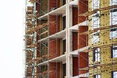 Строительная площадка дома кирпича Дом кирпича строительной конструкции Незаконченная домашняя конструкция Стоковое фото RF