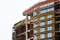 Строительная площадка дома кирпича Дом кирпича строительной конструкции Незаконченная домашняя конструкция Стоковая Фотография