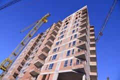 Строительная площадка жилого дома на предпосылке голубого неба Стоковые Изображения RF