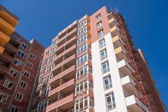 Строительная площадка жилого дома на предпосылке голубого неба Стоковое Фото