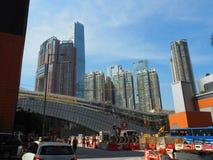 Строительная площадка западного железнодорожного вокзала kowloon с башней sky100 в стоковые фотографии rf