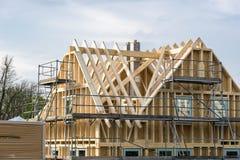 Строительная площадка здания с лесами на снаружи Стоковое фото RF