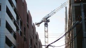Строительная площадка индустрии Работая кран башни промышленно стоковые изображения