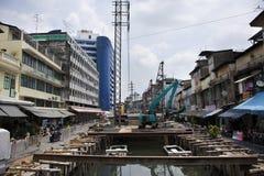 Строительная площадка на канале Ang Ong Khlong на мосте Saphan Хана стоковое фото