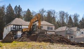 Строительная площадка с новыми домами под конструкцией стоковое изображение rf