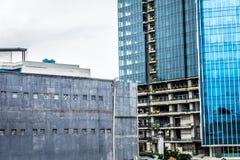 Строительная конструкция на прогрессе с облачным небом как фото предпосылки принятое в Джакарту Индонезию Стоковые Изображения RF
