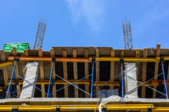 Строительная площадка здания с scaffoldings Стоковые Изображения RF