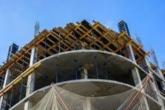 Строительная площадка здания с scaffoldings Стоковые Фото