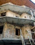 Строительство на реновации старого здания без дверей и окон в Львове Стоковые Фото