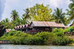 Строить дом на Меконге в Лаосе стоковая фотография