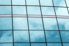 Строить красивое стекло окон. стоковая фотография