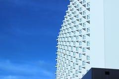 Строить сильный максимум в больших городах с небом как предпосылка Стоковые Изображения RF