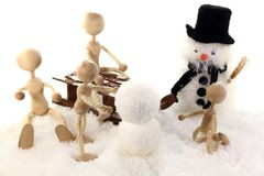строит снеговик семьи Стоковые Фотографии RF