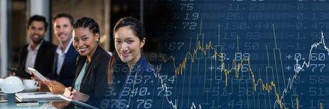 Строка бизнесменов с голубым переходом диаграммы финансов Стоковое Изображение