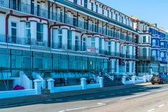 Строка викторианских гостиниц в Истборне, восточном Сассекс, Великобритании стоковые фотографии rf