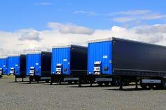 Строка голубых трейлеров на дворе Стоковые Фотографии RF