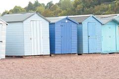 Строка деревянных хат пляжа Стоковая Фотография