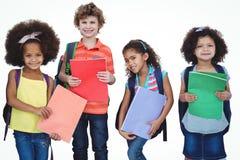 Строка детей стоя вместе с сумками школы Стоковые Изображения RF