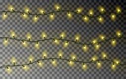 Строка желтых светов рождества Прозрачное украшение влияния изолированное на темной предпосылке реалистическо иллюстрация вектора