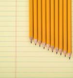 Строка желтых карандашей на блокноте Стоковые Изображения RF