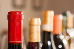 Строка загерметизированных бутылок вина Стоковая Фотография