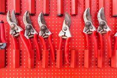 Строка используемых красным цветом ножниц сада Стоковое Изображение RF