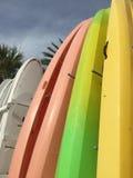 Строка каное на предпосылке пляжа Стоковые Фотографии RF