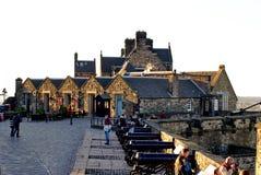 Строка карамболей над старым городком, Эдинбургом, Шотландией стоковое фото rf