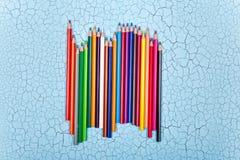 Строка карандаша цвета на деревянной предпосылке Стоковая Фотография RF