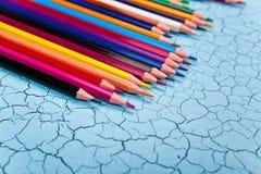 Строка карандаша цвета на деревянной предпосылке Стоковое фото RF