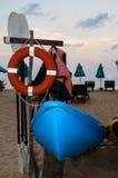 Строка каяка на пляже Стоковая Фотография