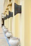 Строка керамических ваз на улице, Дубай Стоковое Изображение RF