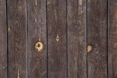 Строка коричневых деревянных столов Стоковые Изображения