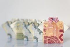 Строка людей сделанных с 5 и 10 счетами евро сложила как t-s Стоковые Фотографии RF