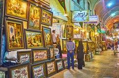 Строка магазинов гобелена в базаре Vakil, Ширазе, Иране Стоковая Фотография