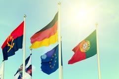 Строка национальных флагов против голубого неба Стоковые Фотографии RF