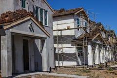 Строка новых 2 домов рассказа была построена Стоковые Изображения