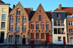 Строка домов в Брюгге Бельгии стоковое изображение rf