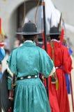 Строка охранников в старых традиционных формах солдата в старой королевской резиденции, Сеуле, Южной Корее Стоковое Изображение RF