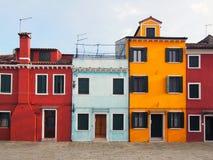 Строка покрашенных домов в Burano Стоковая Фотография RF