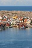 Строка покрашенных домов, Smogen, Швеция Стоковые Изображения RF
