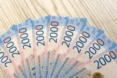 Строка различных русских банкнот на черной предпосылке Стоковые Изображения