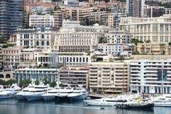 Строка роскоши плавать вдоль Ривьеры в гавани Монако Стоковые Изображения RF