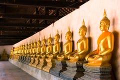 Строка священного Будды отображает в виске Putthaisawan, Таиланде Стоковое фото RF